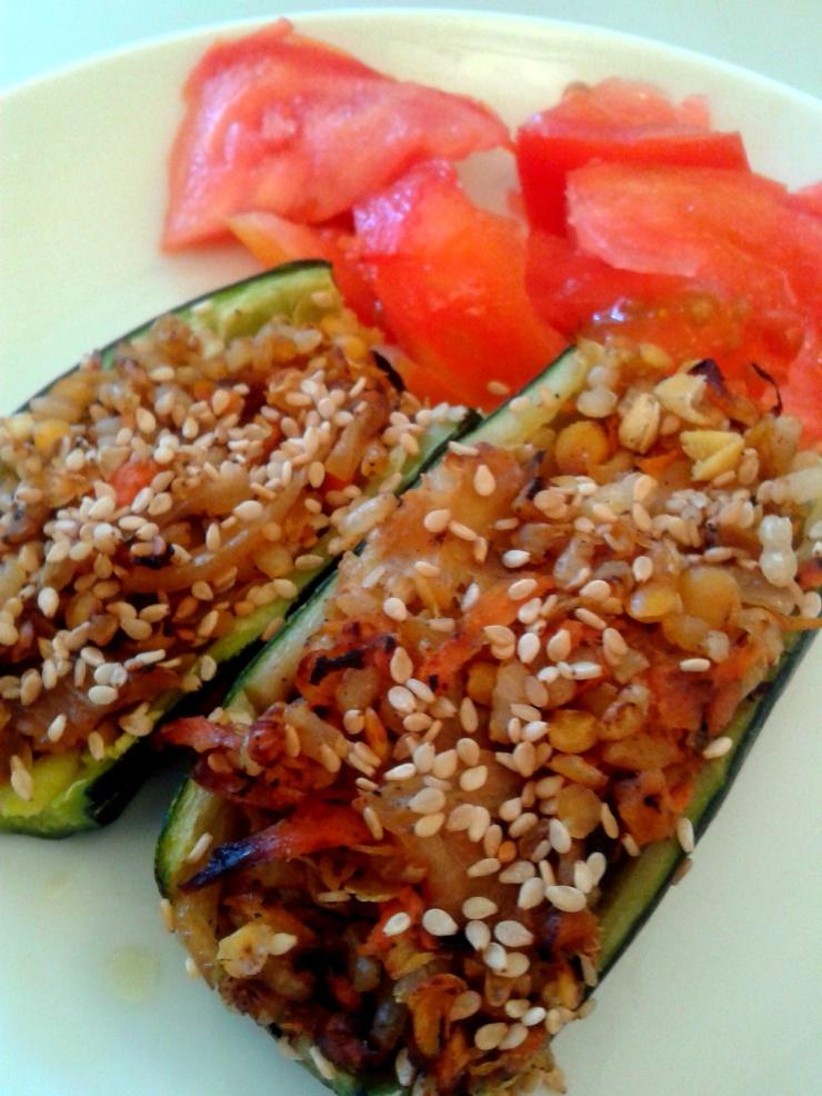 quecuinoavui_Carbassons al vapor farcits d'arròs, llenties vermelles i verdures