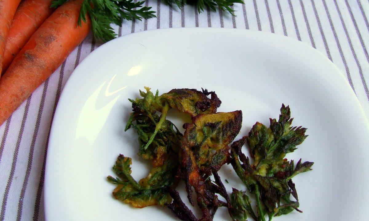 Tempura de fulles ecològiques de pastanaga (arrebossat sense ou)